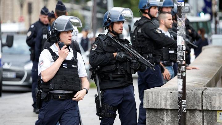 Полициязадержаланесовершеннолетних, участвовавших в беспорядках во французском городе Рийе-ла-Пап