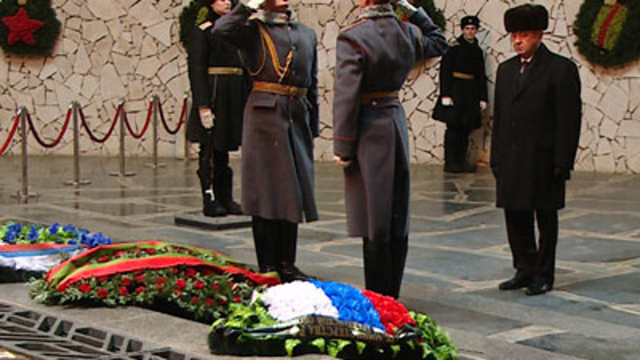 Делегация Белоруссии возложила цветы на Мамаевом кургане