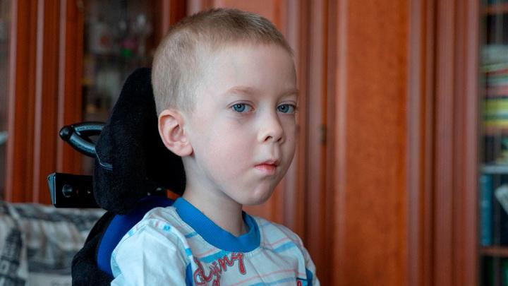 Нужна помощь: Олегу Крохалеву требуется кресло-коляска с электроприводом