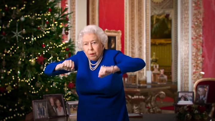 британцев возмутило видео с фальшивой Елизаветой II