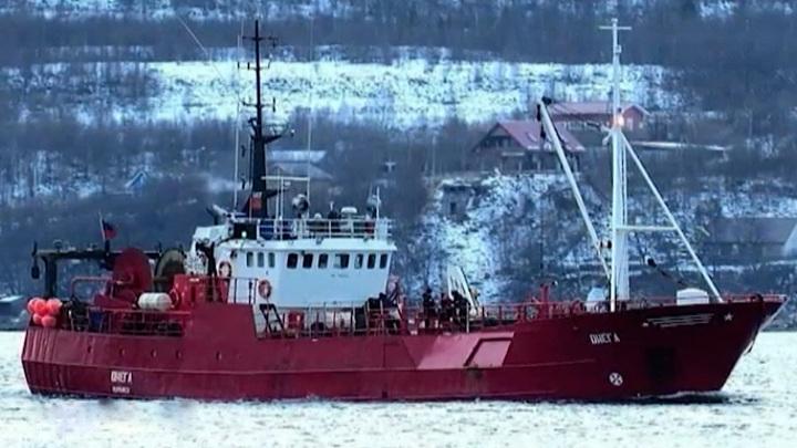 """40 дней после трагедии: мурманчане почтили память погибших рыбаков с """"Онеги"""""""