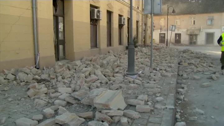 Хорватский город Петриня практически разрушен землетрясением