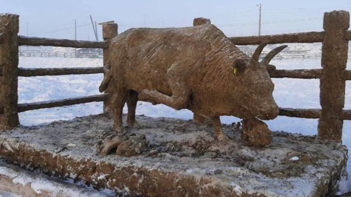 Якутский художник сделал из навоза символ нового года