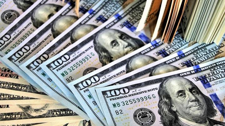 Рубль не заметил 23 января: евро и доллар упали в начале торгов