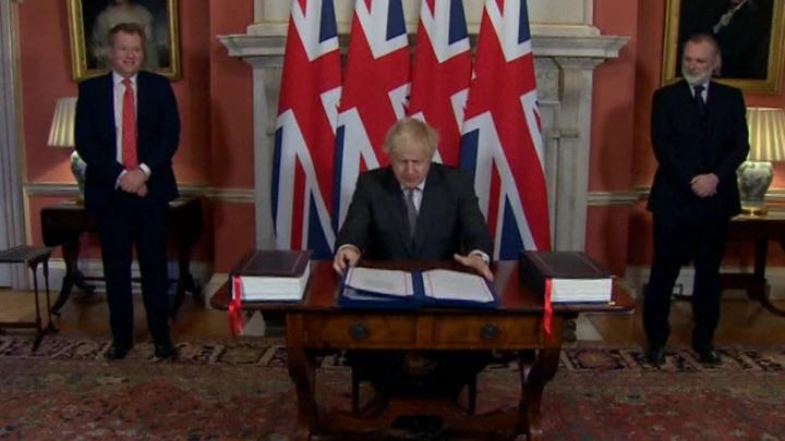 Билль вступает в силу: соглашение об отношениях с ЕС подписано Елизаветой II