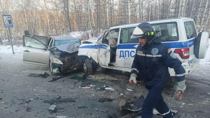Полицейский подставил свой УАЗ под удар, чтобы спасти детей в автобусе