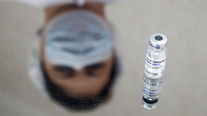 """Bloomberg перечислил причины доверять вакцине """"Спутник V"""""""