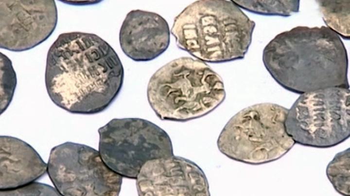 Из архива РАН украли фрагмент древней грамоты и 26 археологических находок