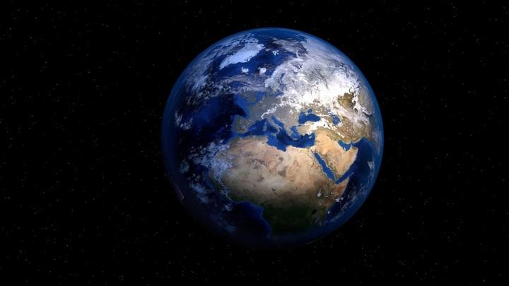 Земной шар неожиданно стал вращаться быстрее.