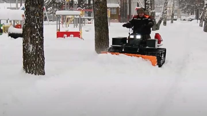 Семья Шкуровых из Марий Эл чистит снег с помощью самодельной техники