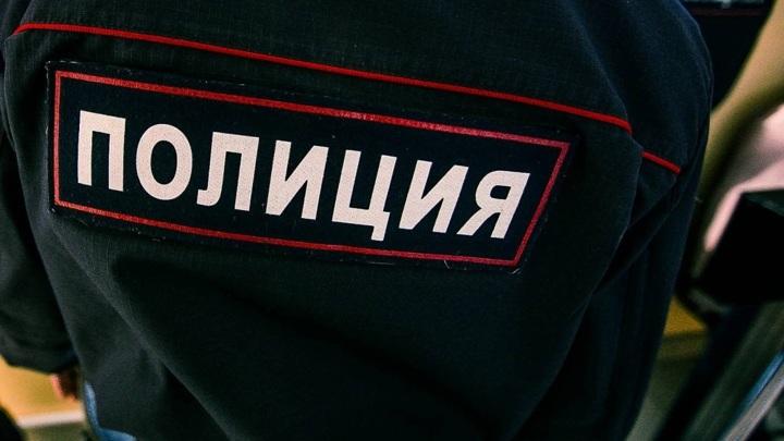 В Твери выпивший мужчина украл 9 бутылок алкоголя через разбитую дверь