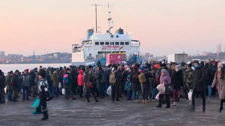 Рейс парома на остров Попова отменен из-за штормового предупреждения