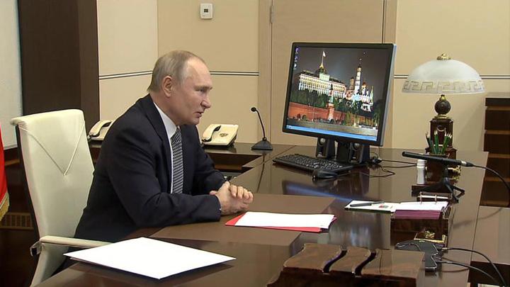 Путин обсудил с членами Совбеза итоги московской встречи по Карабаху