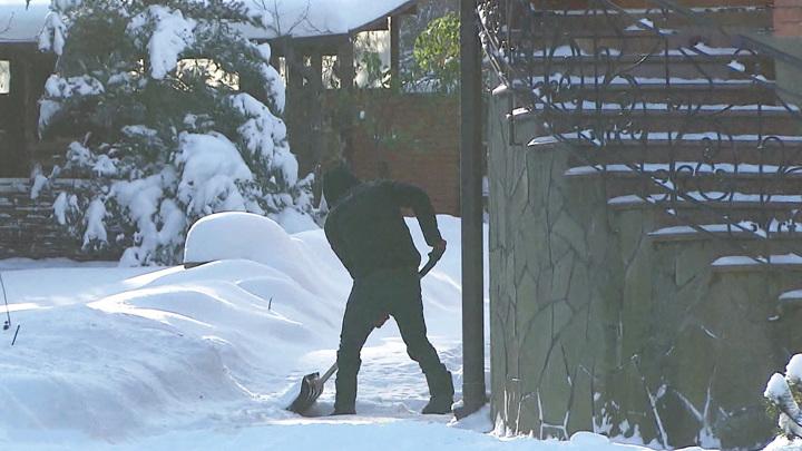 Жители Подмосковья жалуются на травмы и аварии из-за плохой уборки снега
