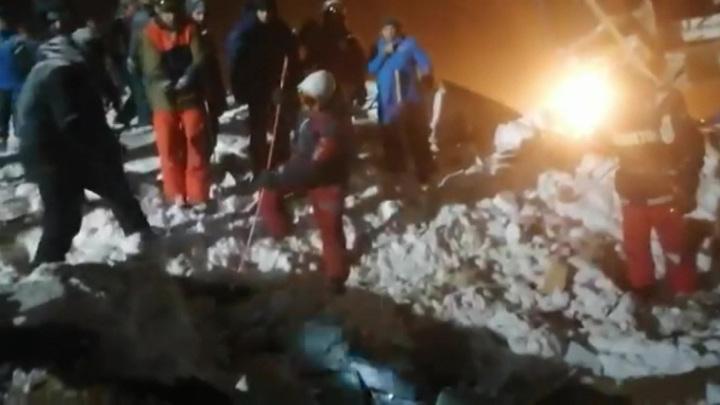 В результате схода лавины в горах Домбая погиб один человек