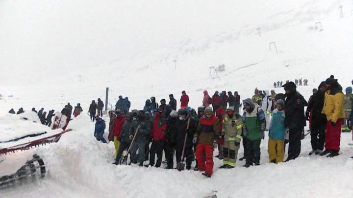 Пропавшие при сходе лавины на Домбае, найдены живыми