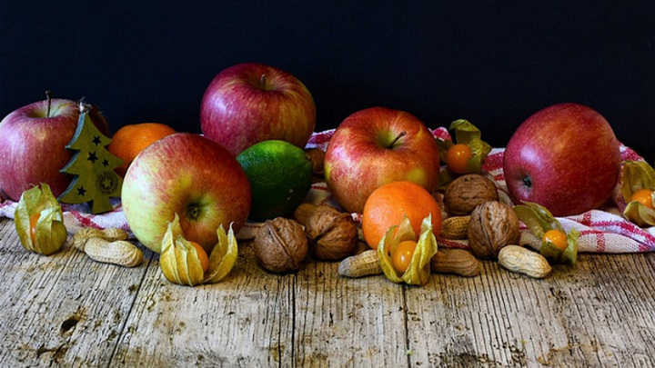 В Новосибирскую область не пустили 55 тонн незаконных фруктов из Казахстана