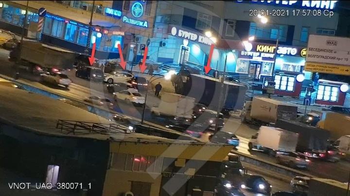 На юге столицы парализовано движение на внешней стороне МКАД