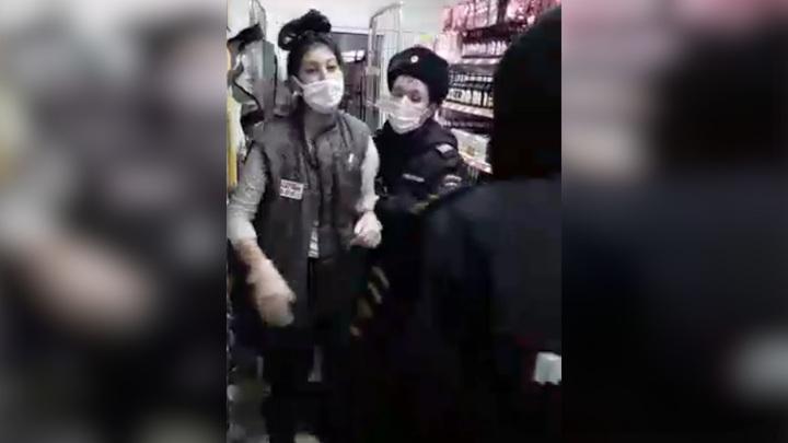 Полицейские задержали продавщицу из-за соскочившей маски