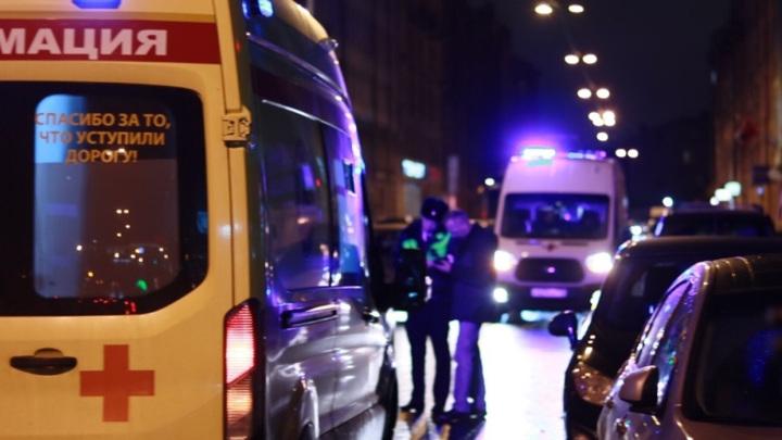 Полиция выясняет обстоятельства наезда автомобиля на семейную пару в городе Белово