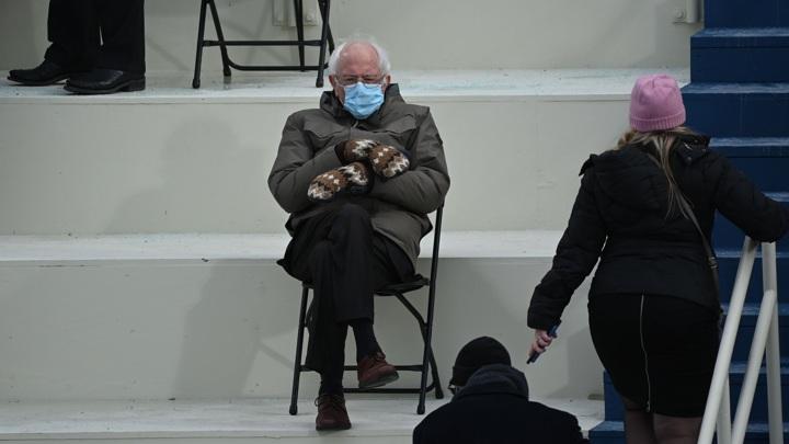 Фото сенатора Сандерса в варежках с инаугурации Байдена стало вирусным