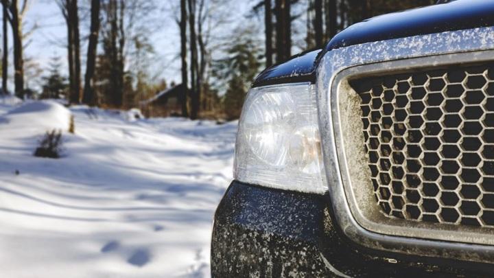Водитель почти сутки провел в снежном заносе в Крыму
