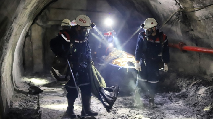 В Кузбассе спасатели обнаружили тело третьего погибшего горняка