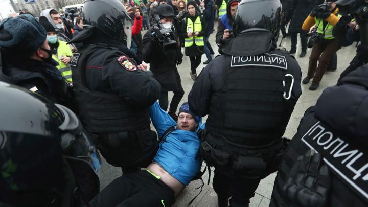 Незаконные акции: задержания в Москве и предупреждение от МВД
