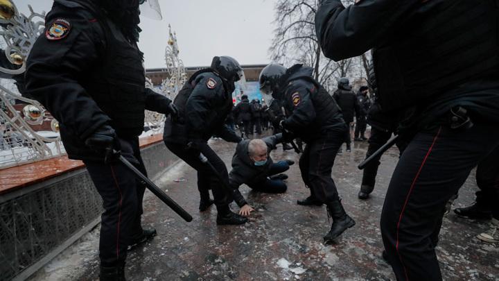 Незаконные акции: волна агрессии от Владивостока до Москвы