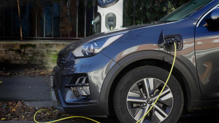 Банки предложили льготные кредиты на электромобили