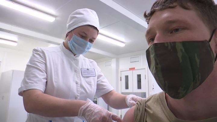 Минздрав: человек после вакцинации может быть носителем коронавируса
