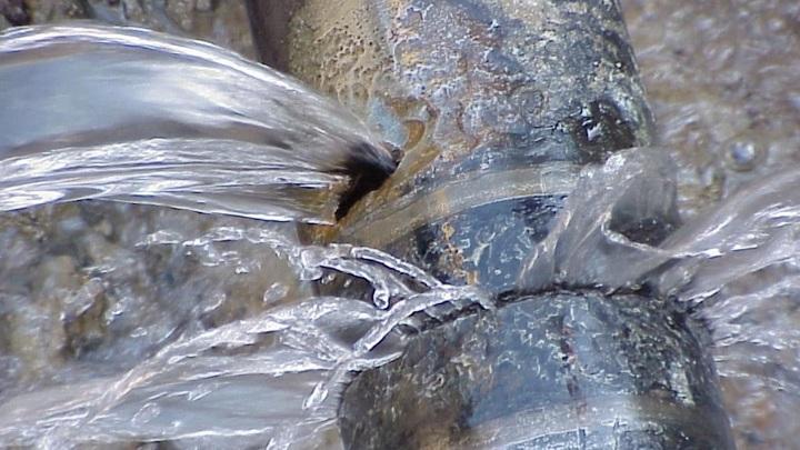 В Симферополе спустили воду чтобы предотвратить затопление автовокзала