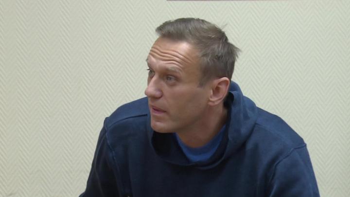 Навальный игнорирует команды и грубит