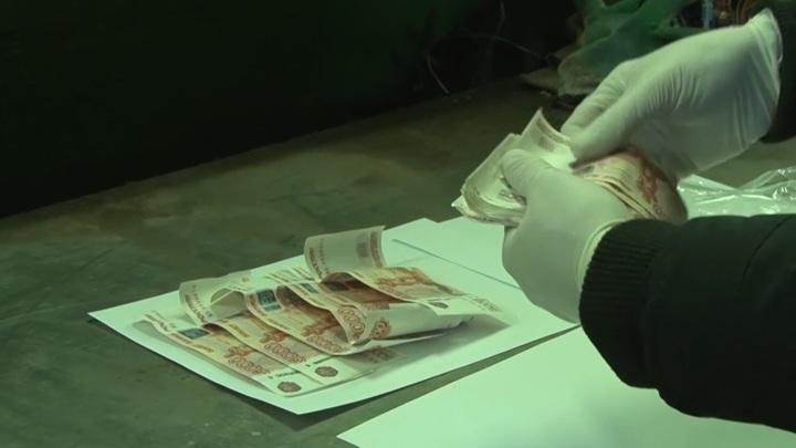 Охранник-тяжелоатлет вынес из банка в Архангельске 21 миллион рублей