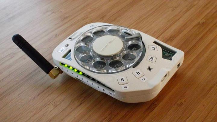 """""""Ностальгический"""" 4G-мобильник с дисковым набором вышел в продажу"""