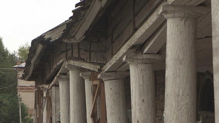 Старейшие торговые ряды в Костромской области удивили тайными артефактами