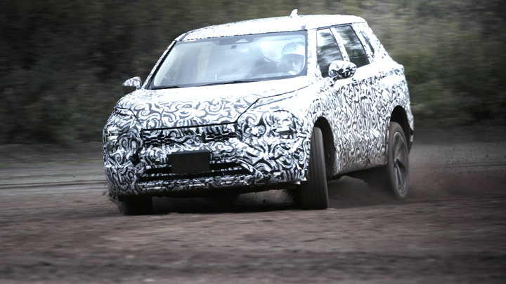Еще более внедорожный: Mitsubishi представила новый Outlander