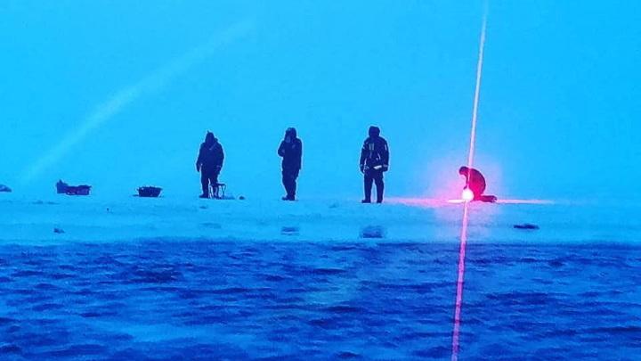 Четырех рыбаков унесло на льдине к открытому морю в Сахалинской области