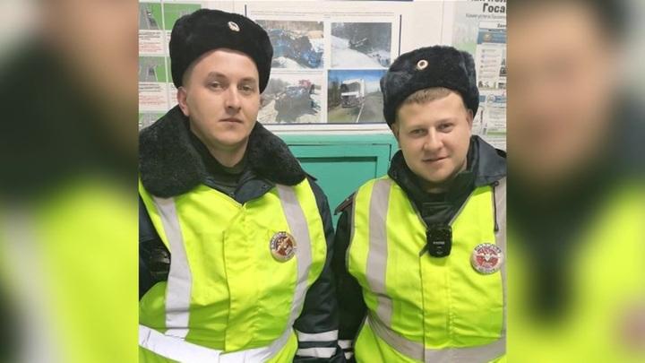 Карельские полицейские спасли девушку из ледяной реки