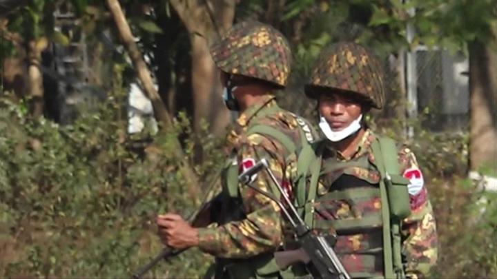 Военные в Мьянме задержали несколько сотен человек