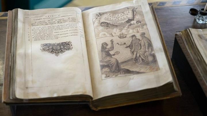 В Оренбургской области оцифровали книгу, привезенную в Россию Петром I