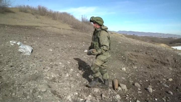 """Роботокомплекс """"Уран-6"""" помогает саперам в разминировании Нагорного Карабаха"""