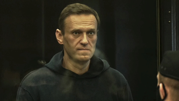 Навальный пожаловался на сильный кашель и высокую температуру