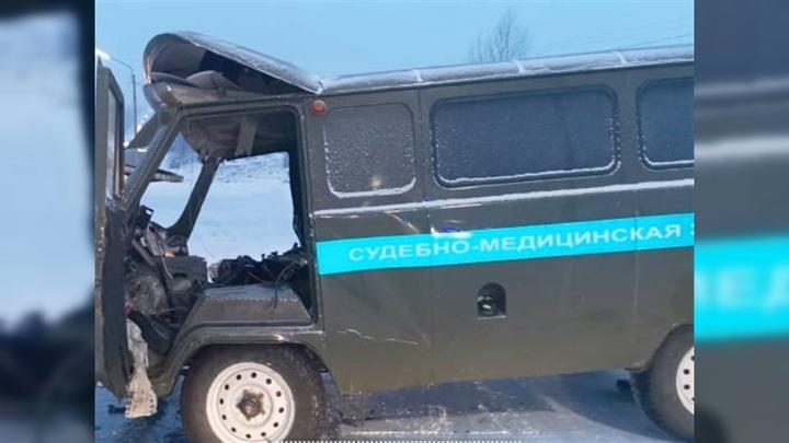 Машина судмедэкспертов попала в смертельное ДТП в Ачинске