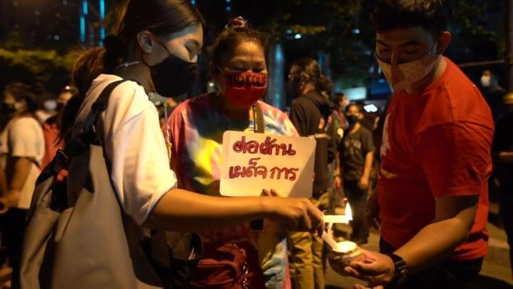 Жители Мьянмы устроили шумовой протест