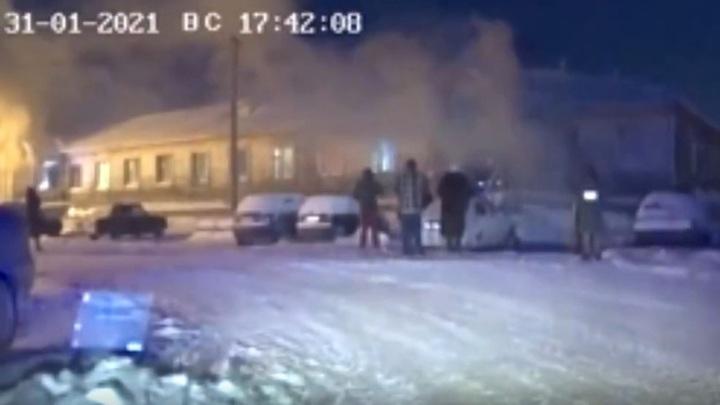 Ямальских полицейских наградили медалью за спасение людей на пожаре