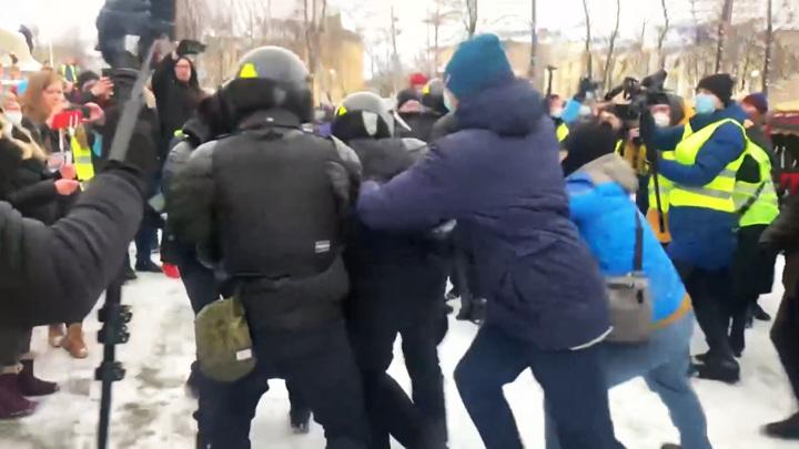 Путин подписал закон об увеличении штрафов за неподчинение силовикам