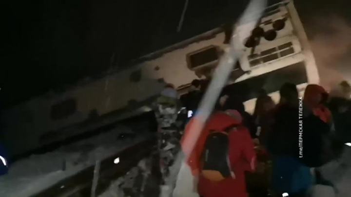 В Пермском крае автобус с туристами вылетел с дороги