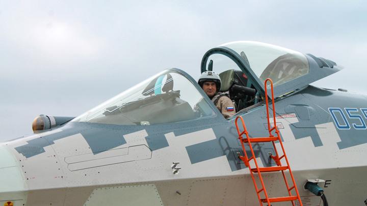 """Новый шлем поможет пилоту Су-57 видеть """"сквозь"""" самолет"""