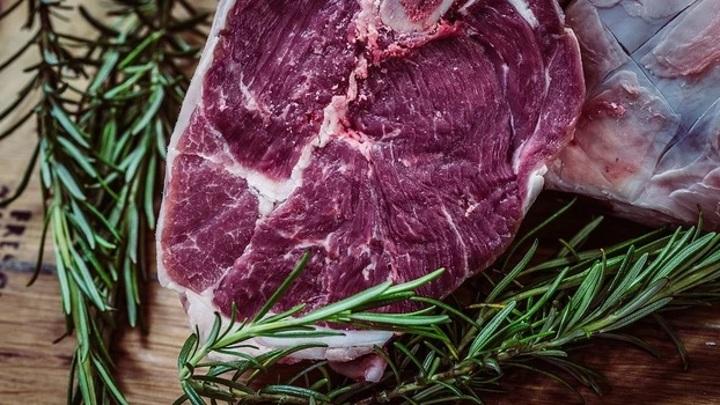 Ямальский ветврач оформил сопроводительные документы на просроченное мясо